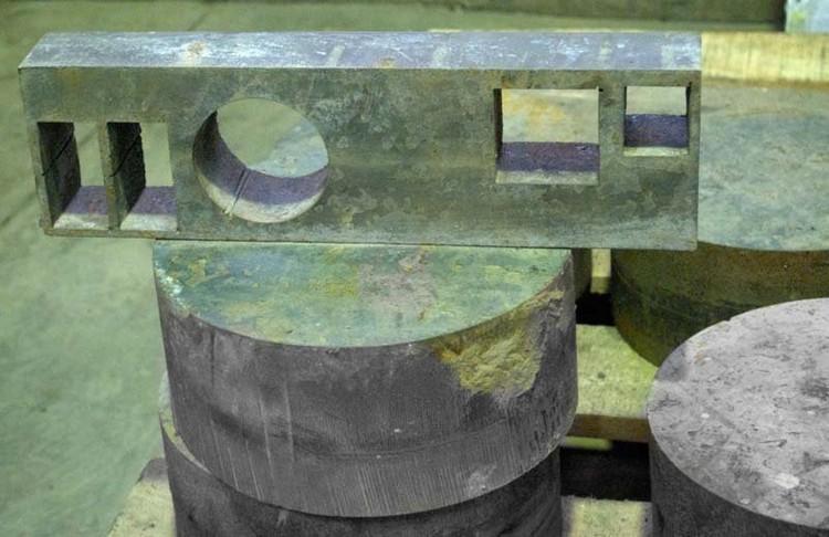 003 Пластина из нержавеющей стали толщиной 40 мм, диск из стали 3 толщиной 100 мм