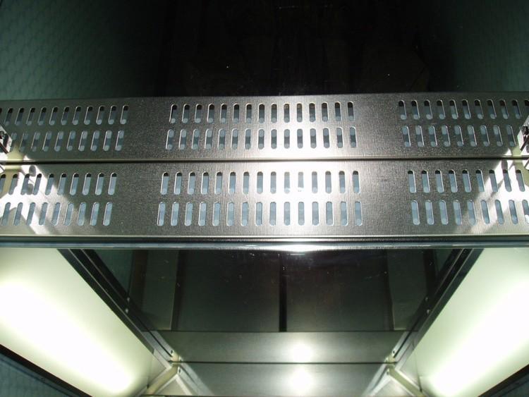 009 Элемент обшивки кабины лифта